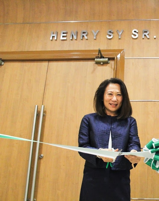 Henry Sy Daughter Elizabeth T. Sy