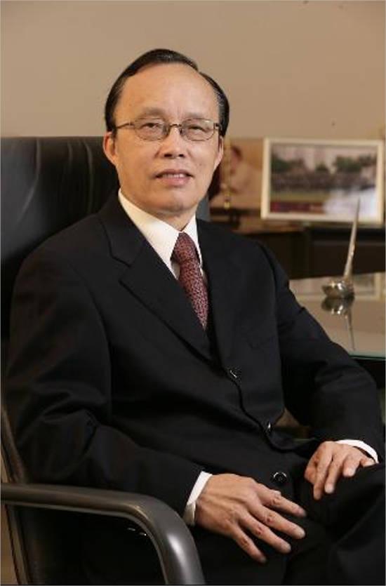 Kenneth Lo.